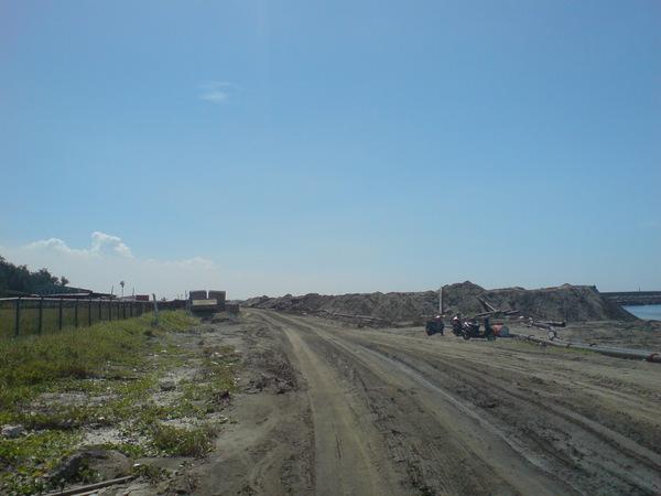海堤沙地1