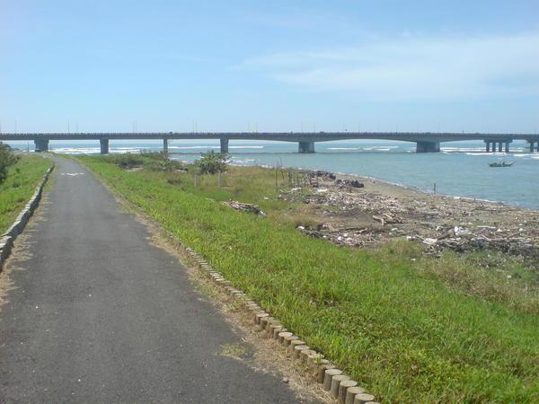 步道上的四草橋