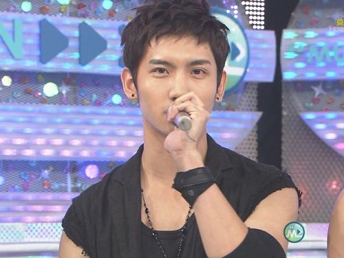 20090306 MUSIC STATION - TVXQ [poi][(000985)00-36-47].jpg