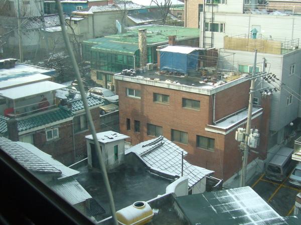 2/20民宿旁的屋頂.JPG