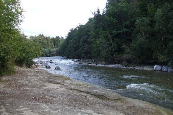 民宿附近的小溪