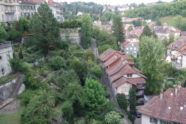 左邊可以看到古城的遺跡