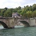 護城河上的橋
