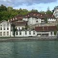 河濱的房屋