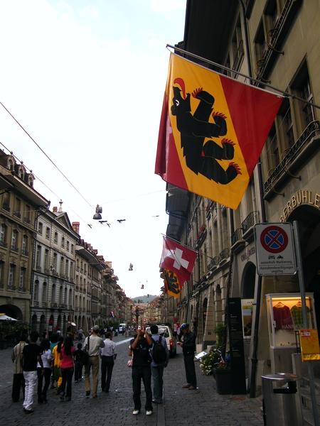 市區裏到處可以看到代表Bern的旗子