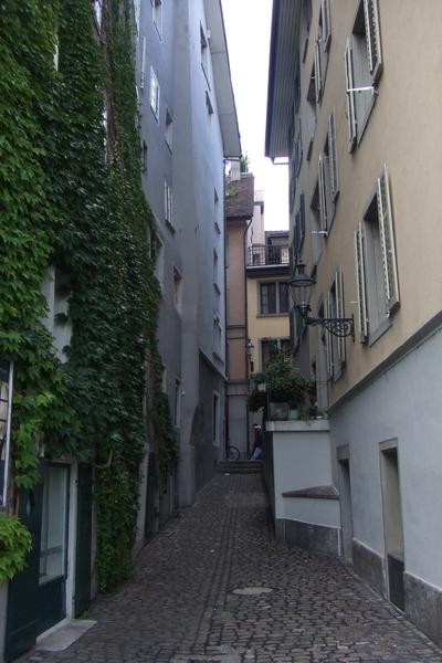 喧鬧中的寧靜小巷