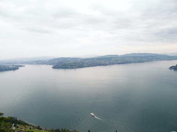 在山上看湖