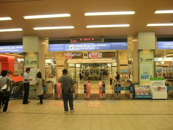 從新宿發的小田急線