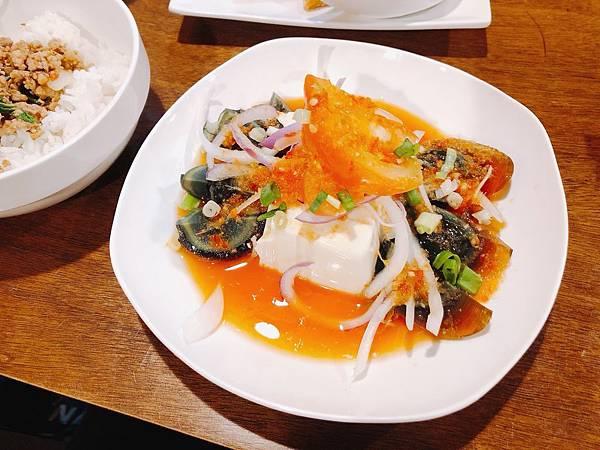 泰式涼拌皮蛋豆腐.jpg