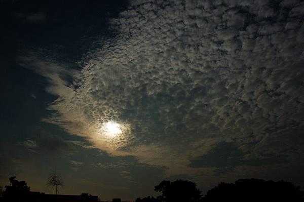 堤防太陽雲
