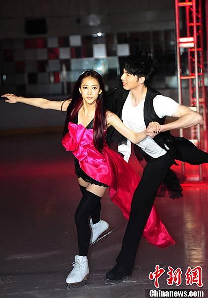 弦子專輯發表會展現雙人花式溜冰