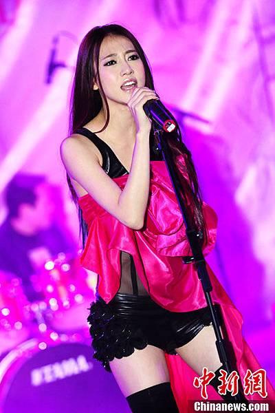 弦子北京專輯發表會現場演唱逆風的薔薇
