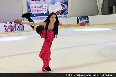 弦子一展滑冰美技