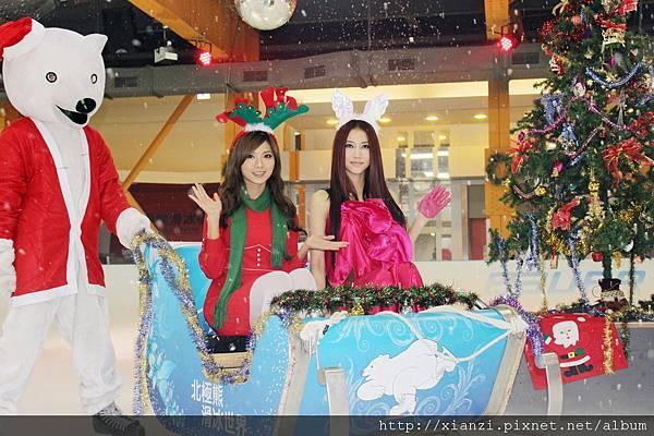 「芭比娃娃」弦子造型多變扮仙女偕俏麋鹿豆花妹變裝耶誕