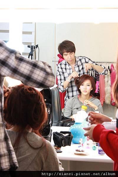 小威哥身兼造型&髮型&化妝師!太有才了!