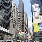 在香港,仰頭都是高樓大廈