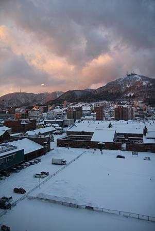 清晨的陽光照亮函館