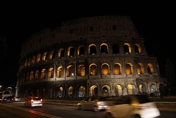 夜晚的羅馬競技場