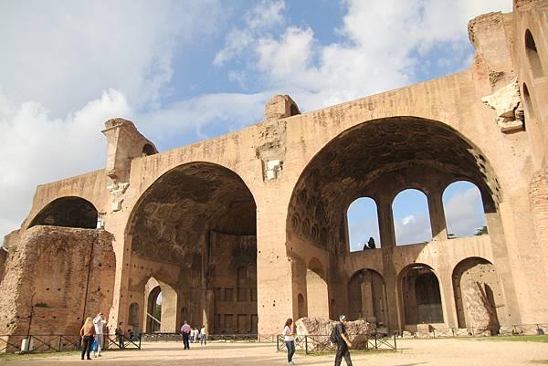 Basilica di Massenzio(馬森齊奧皇帝教堂)