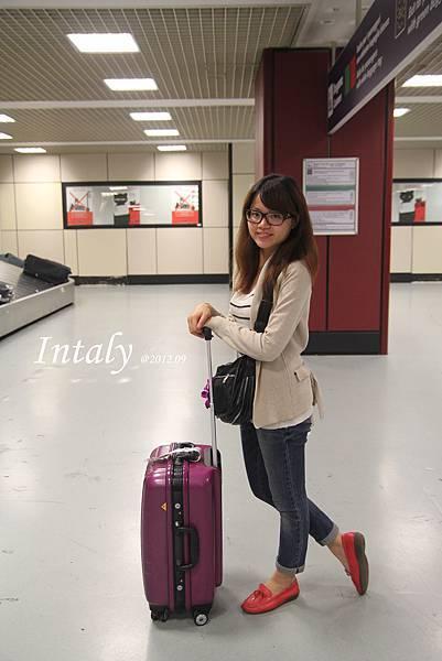 跟我們的小紫行李箱,準備闖天涯