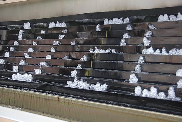 用噴水概念做成的金澤車站報時器