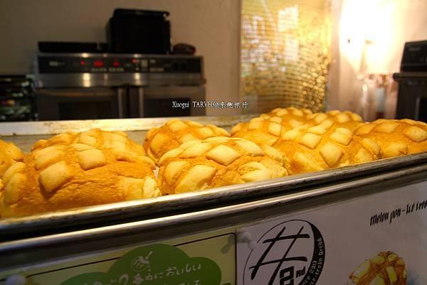 現烤出爐的菠蘿麵包