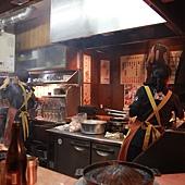 成吉思汗達摩烤肉 超小的店面,客人幾乎都是日本上班族下班後小聚