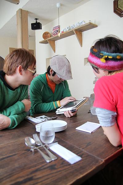 跟民宿老闆們一起享用午餐,日文英文雞同鴨講,還會用i-pad用翻譯來表示,好開心的兩小時