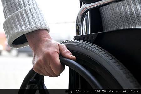 推動輪椅.jpg