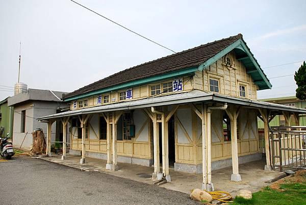 800px-TRA_RihNan_Station