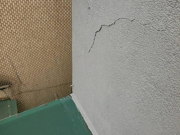 05牆面裂縫