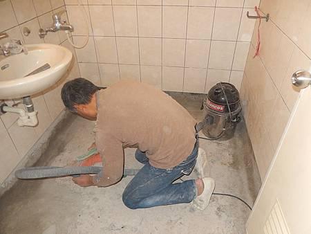 05施工中(地板打除完後清潔)