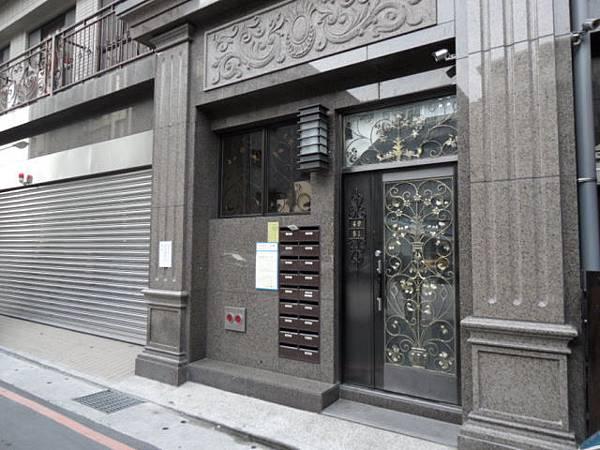 新店租屋 捷運新店區公所站 全新電梯三房租