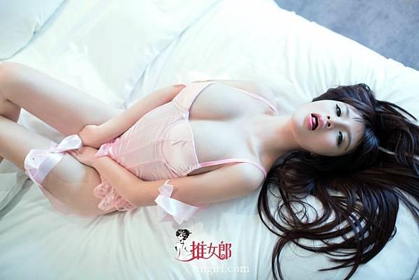 九州天下現金網|王依萌酥胸美腿
