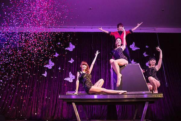 魔術師信宏-魔術表演-大型魔術表演-大型魔術道具出租-台中魔術表演-台北魔術表演-魔術表演公司