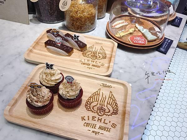 甜點陳列_紅絲絨杯子蛋糕.jpg