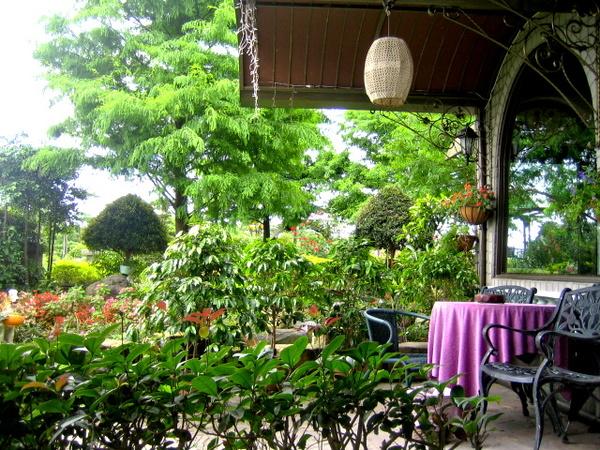 咖啡屋的門前.jpg