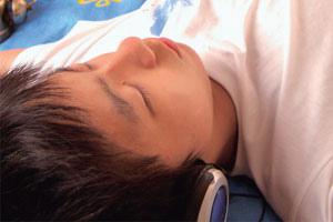 青少年在睡.jpg