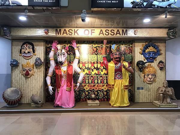 DIBRUGARH机场的面具雕像