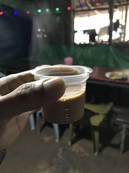 姜茶虽然小小杯,不过味道很香浓。