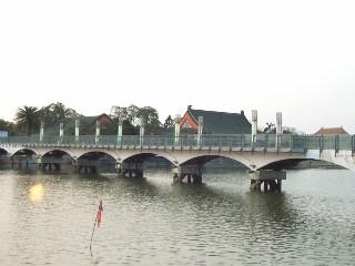 左營蓮池潭拱橋.jpg