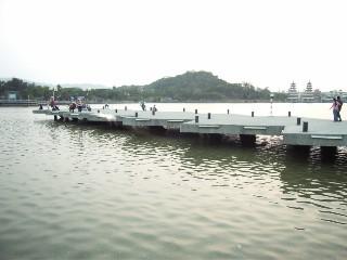 左營蓮池潭廣場碼頭.jpg