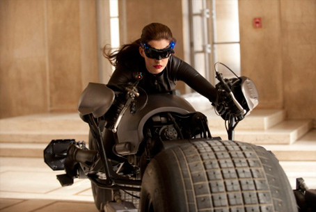 anne-hathaway-catwoman-1