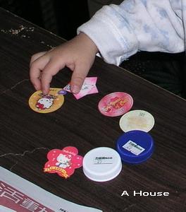 2008農曆新年,奶奶家,用磁鐵排列圓形。