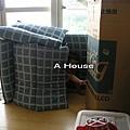 小玉米設計的房子,爸爸負責協助蓋屋。(1)(3y)