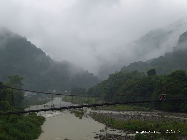 雲霧繚繞的內灣(2012.6)