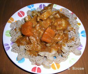 番茄咖哩豬肉+麋鹿義大利麵(2010.12)
