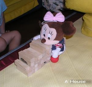 Minnie坐車(3y3m4w)