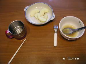 小玉米說,杯子和筷子是「9」,碗和叉子是「10」(4y9m)