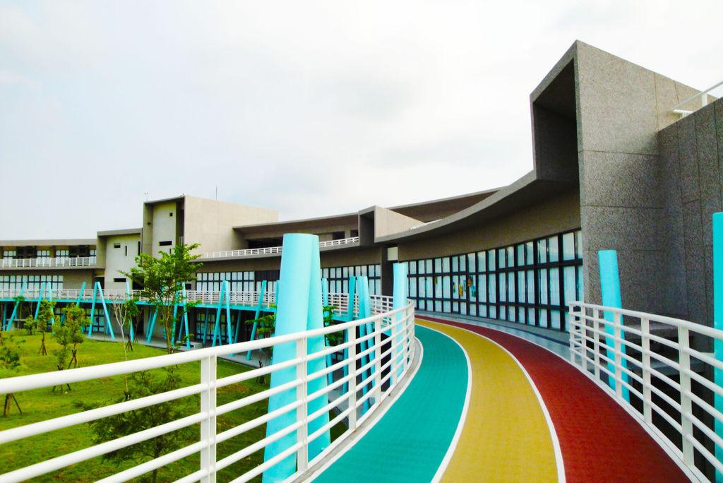 擁有彩虹的高中